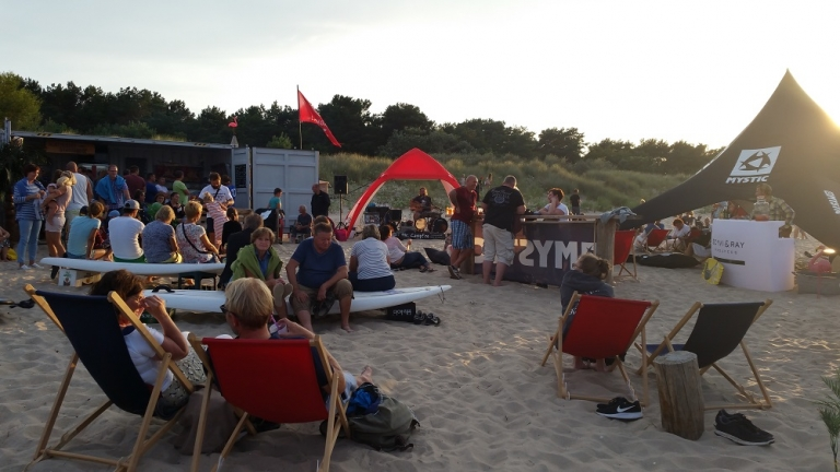 Live-Musik von der Berlin Bay Band & Barbecue am Strand