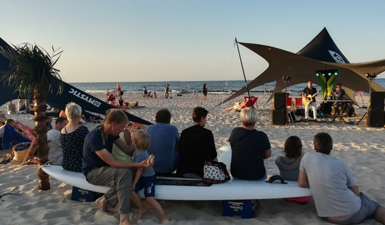 Live-Musik & Barbecue am Strand mit Paul Kamp